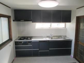 キッチンリフォーム 収納力が高まり棚の活用もラクラクのキッチン
